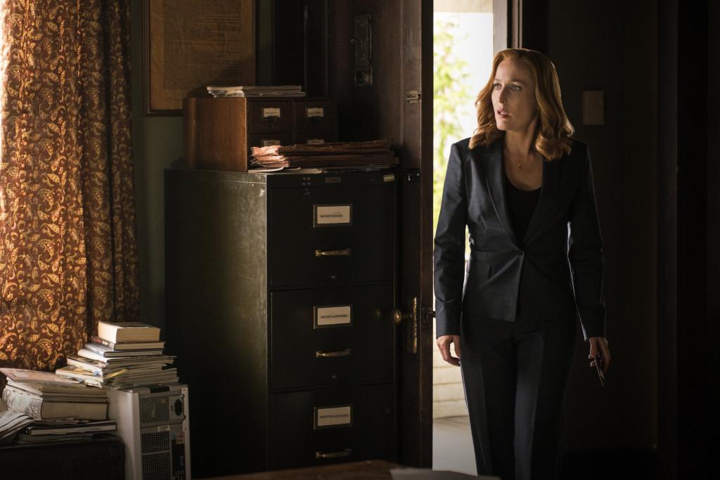 Скалли нужно быстро действовать и принести личные жертвы, чтобы спасти Малдера в концовке 10-го сезона.